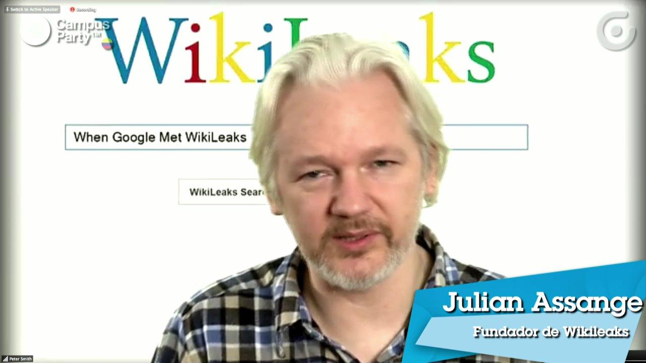 Assange hablando en Campus Party